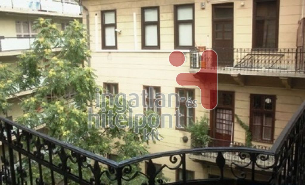 Eladó 98 m2 lakás - Budapest II.