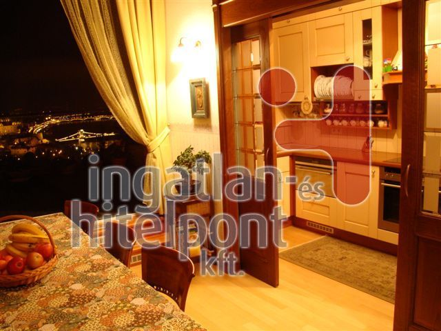 Eladó 209 m2 lakás - Budapest I.