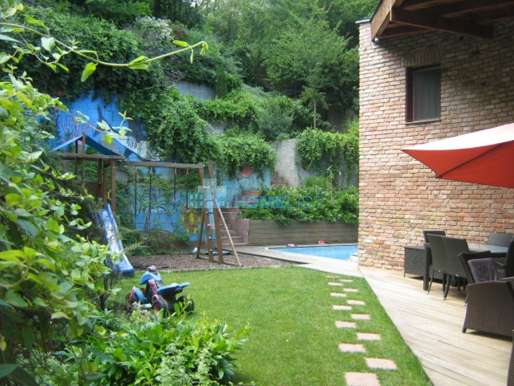 Eladó 160 m2 ház - Budapest II.