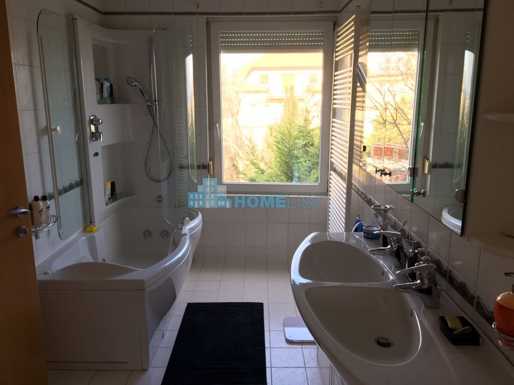 Eladó 148 m2 lakás - Budapest II.