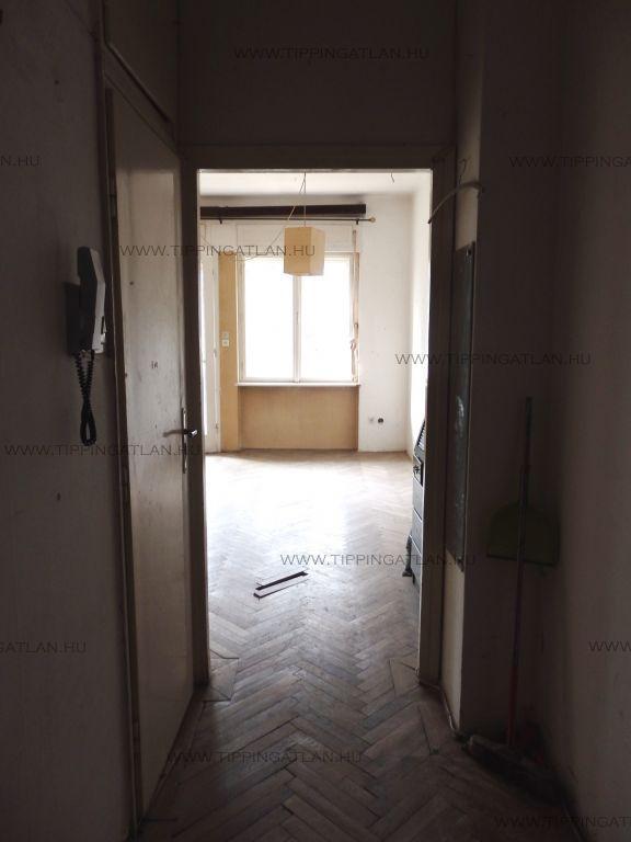 Eladó 39 m2 lakás - Budapest II.
