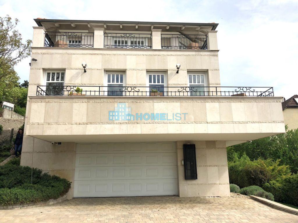 Eladó 420 m2 ház - Budapest III.