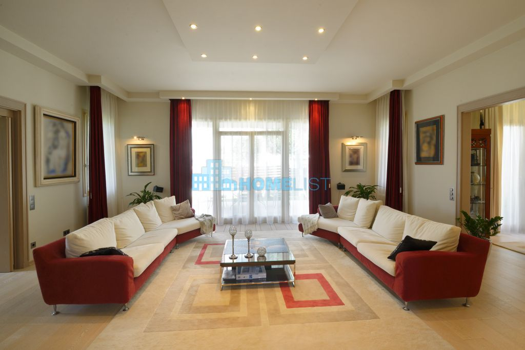 Eladó 400 m2 ház - Budapest III.