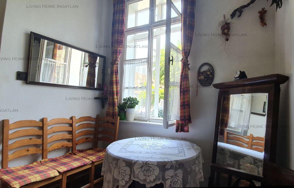 Eladó 61 m2 lakás - Budapest III.