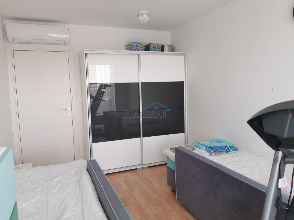 Eladó 88 m2 lakás - Budapest IX.