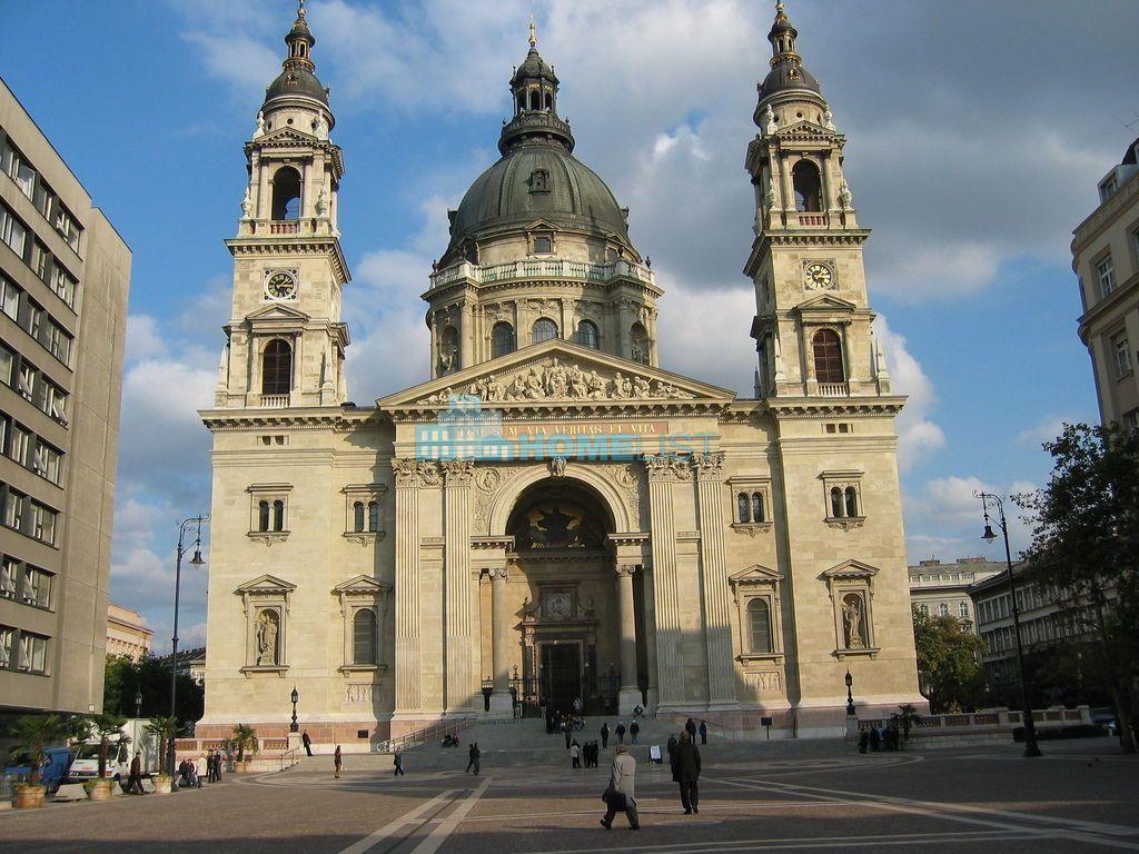 Eladó 450 m2 lakás - Budapest V.