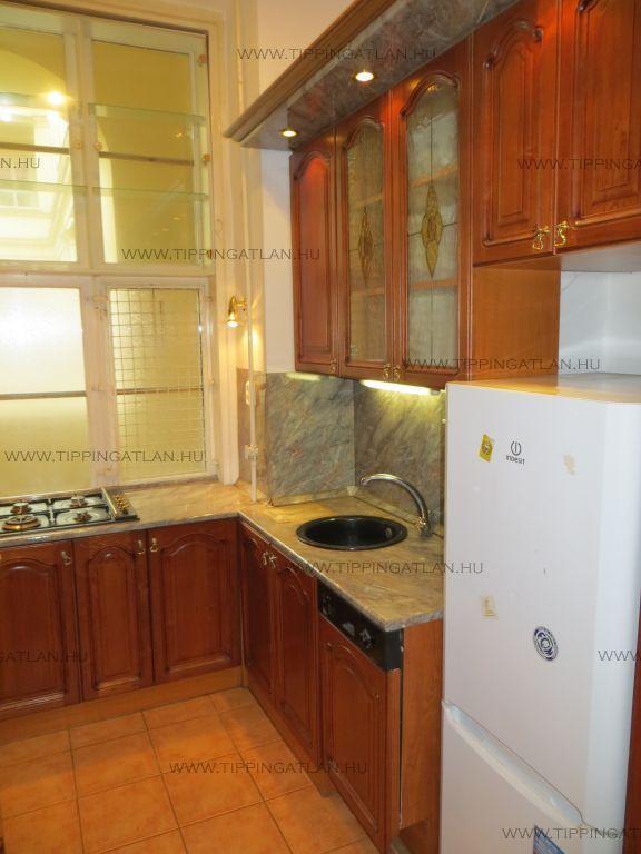 Eladó 75 m2 lakás - Budapest V.