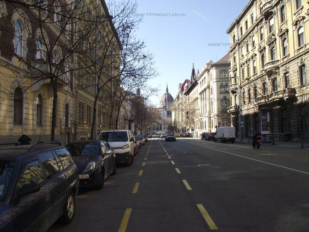 Eladó 86 m2 lakás - Budapest V.