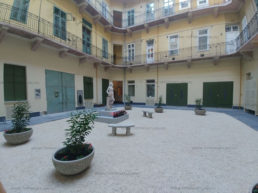 Eladó 54 m2 lakás - Budapest V.