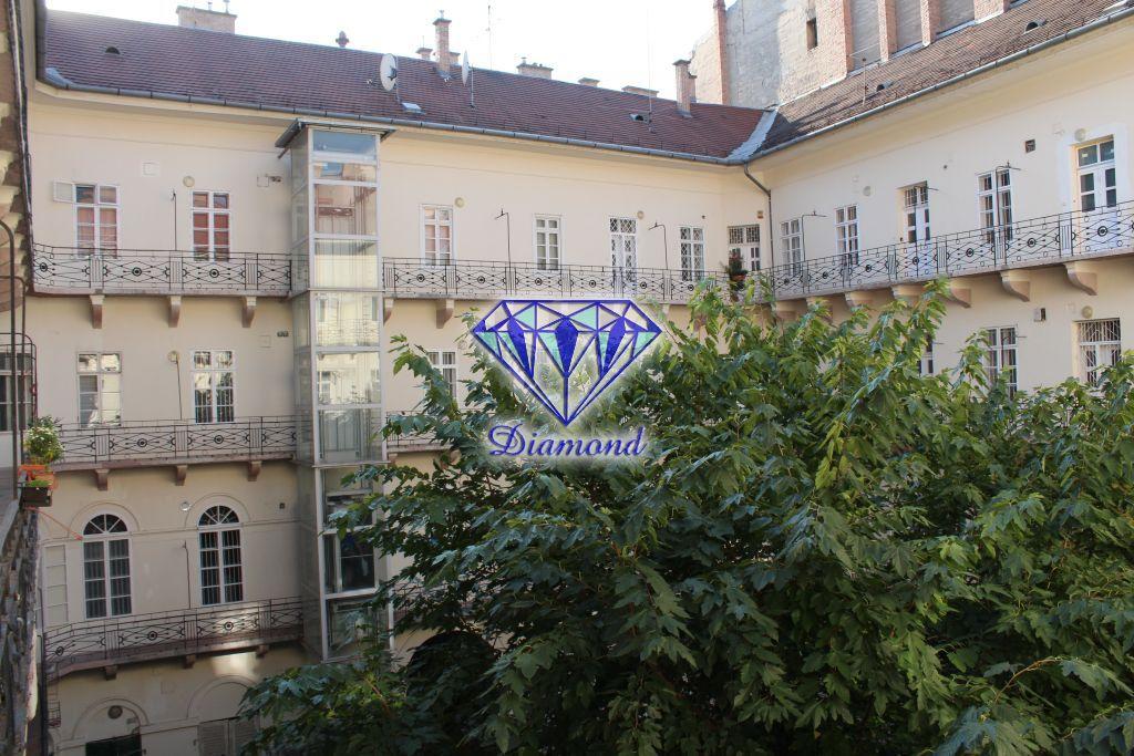 Eladó 40 m2 lakás - Budapest V.