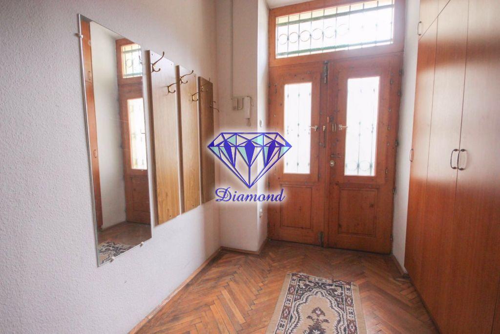 Eladó 70 m2 lakás - Budapest V.