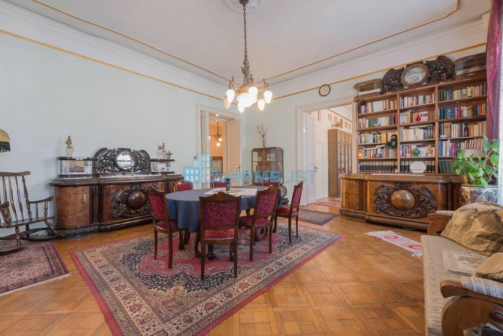 Eladó 130 m2 lakás - Budapest VI.