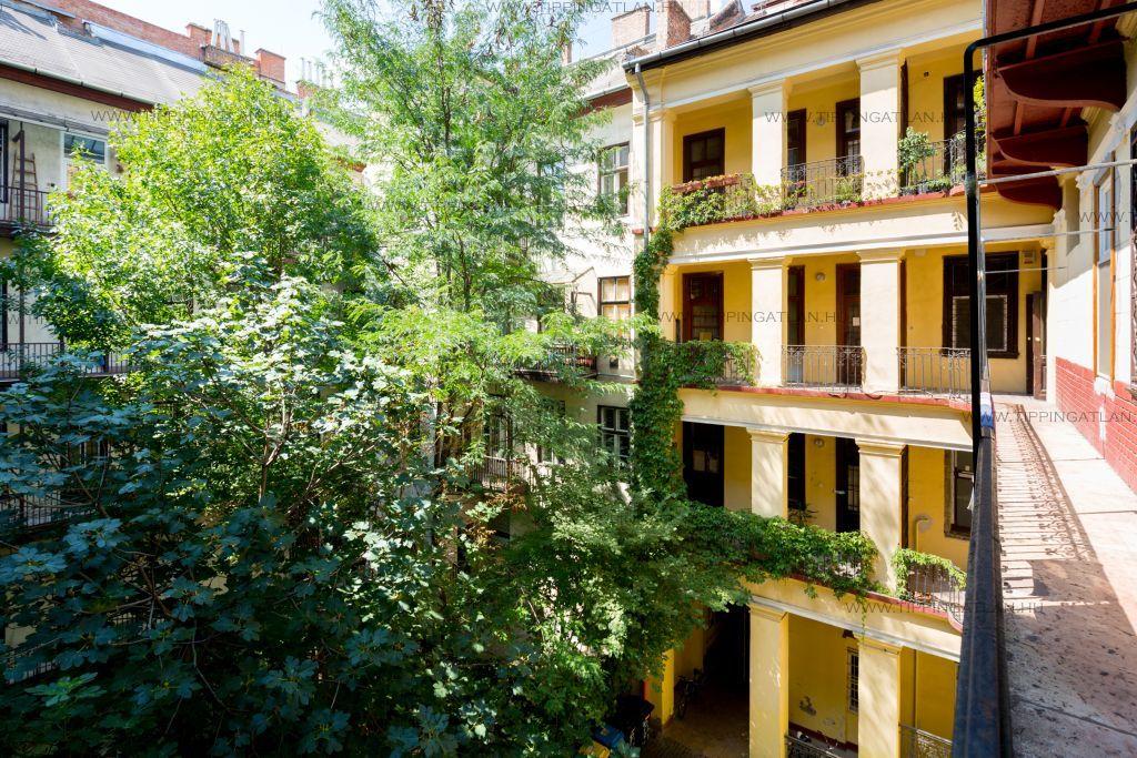 Eladó 84 m2 lakás - Budapest VI.