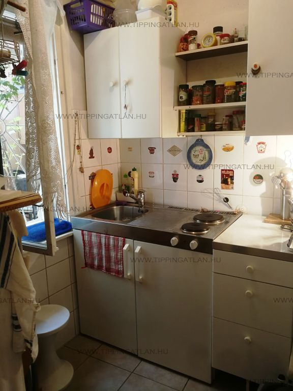 Eladó 38 m2 lakás - Budapest VI.