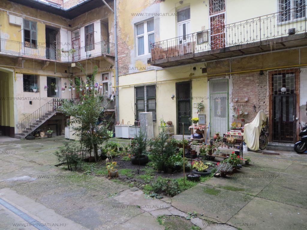 Eladó 27 m2 lakás - Budapest VI.