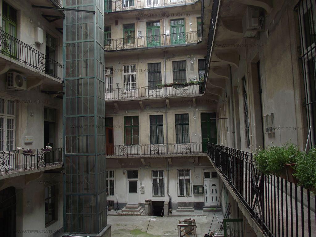 Eladó 108 m2 lakás - Budapest VIII.