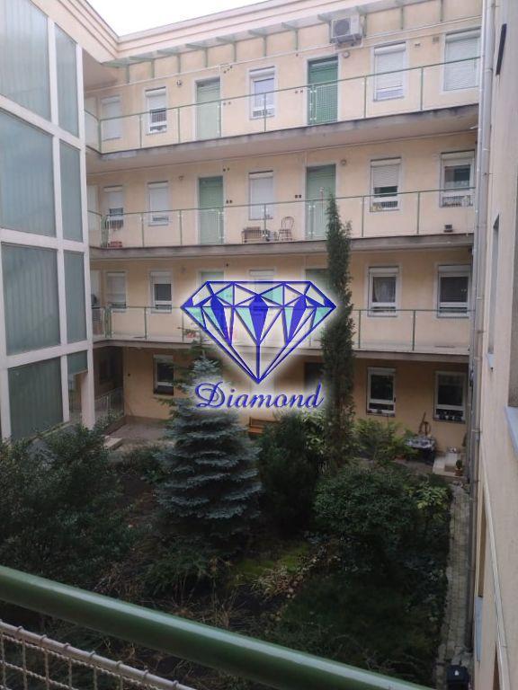 Eladó 82 m2 lakás - Budapest X.