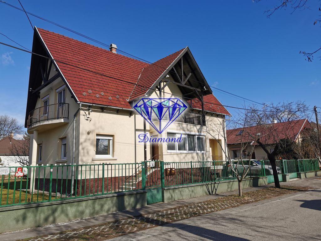 Kiadó 160 m2 ház - Budapest XVI.