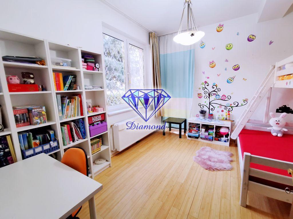 Eladó 330 m2 ház - Budapest XVI.