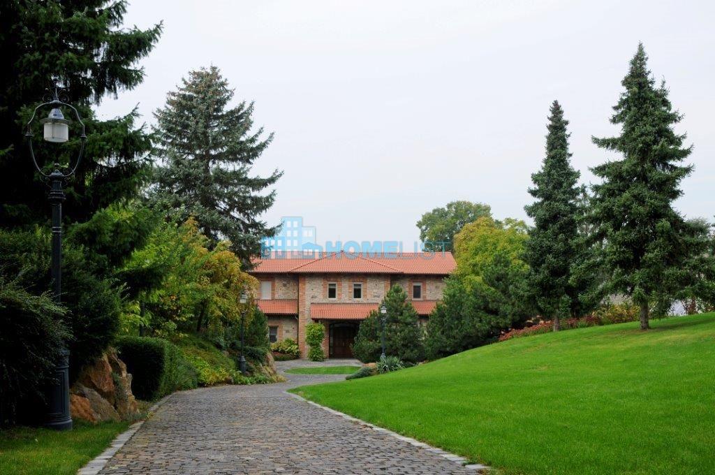 Eladó 554 m2 ház - Dunakeszi