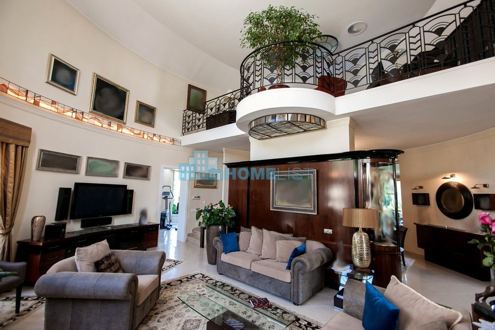 Eladó 550 m2 ház - Leányfalu