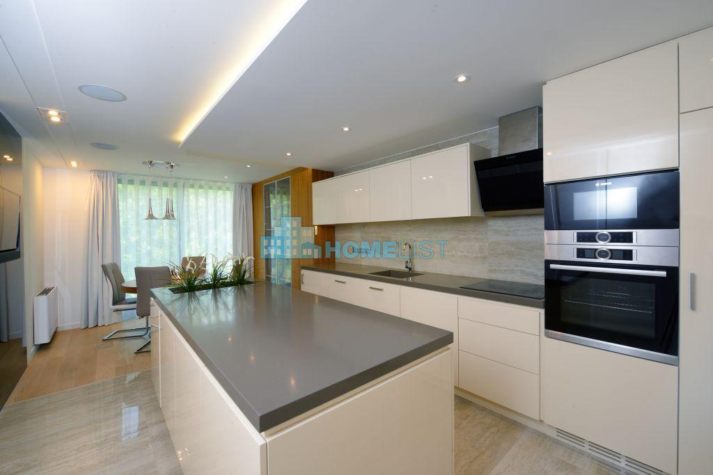 Eladó 531 m2 ház - Szentendre