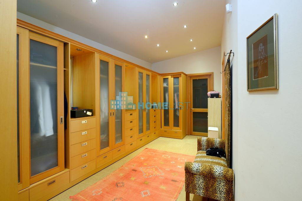 Eladó 732 m2 ház - Szentendre