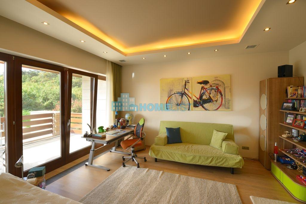Eladó 521 m2 ház - Üröm