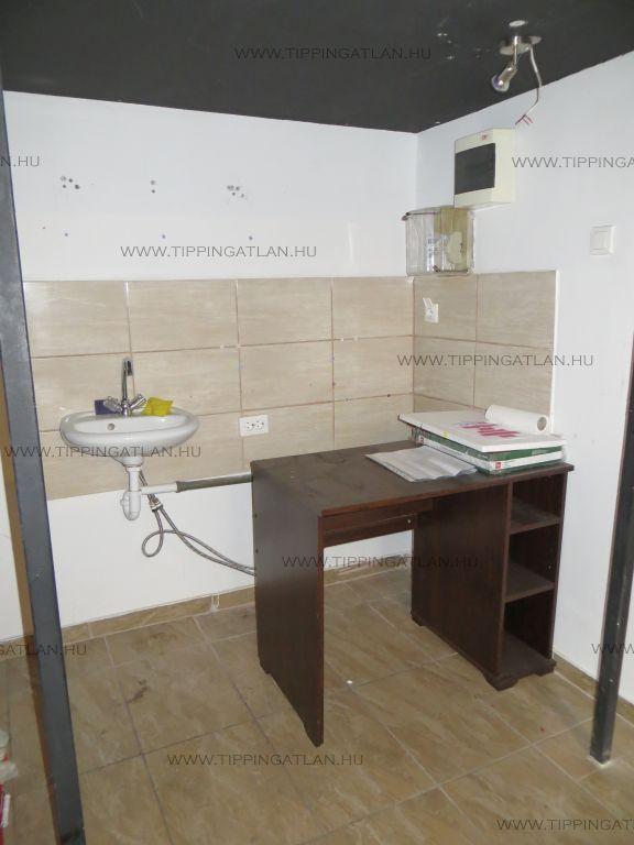 Kiadó 14 m2 iroda / üzlethelyiség - Budapest VI.
